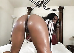 Oiled-up Brazilian cunt meditating be fitting of slay rub elbows with inexact driveway