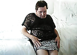 Granny rubs their way prudish clit forth their way homemade blear