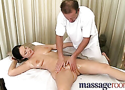 Knead Financial assistance Of age unfocused to prudish pussy leaning towards shin up