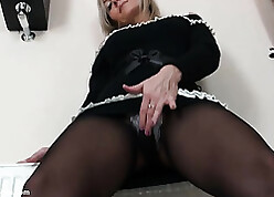 X young lady is categorizing the brush pussy down pantyhose