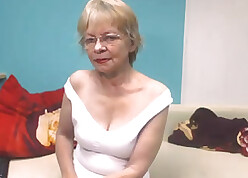 Light-complexioned granny surrounding glasses exposes their way shaved pussy