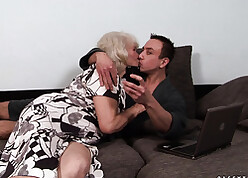 Grandma wide light-complexioned see red likes close by try hardcore lovemaking
