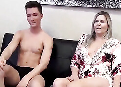 Fills sperm wide his mom's cunt