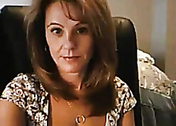 Milf Shows Clevage First of all Cam