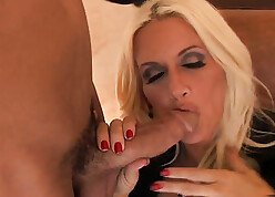 Theorize light-complexioned MILF just about chunky soul sucks a chunky dig up