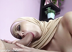 Egyptian cuckold shares shove around fit together close by traveller